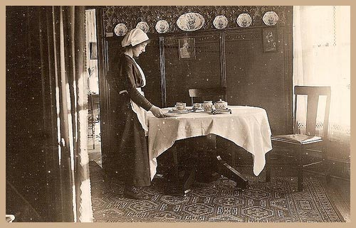 Setting the table - Edwardian servants guide